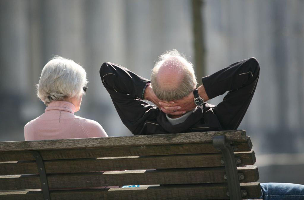 Senioren in der Region: Das Einkommen ist, die Versorgung auch. Foto: dpa/Stephan Scheuer