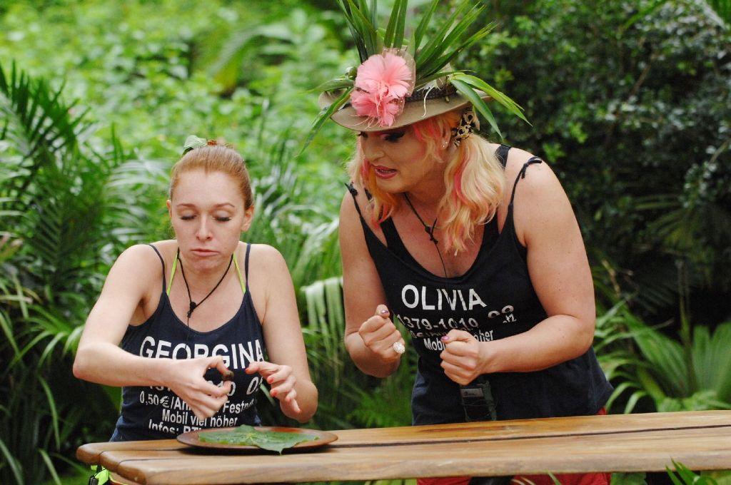 Georgina und Olivia bei der Dschungelprüfung Foto: RTL/Stefan Menne