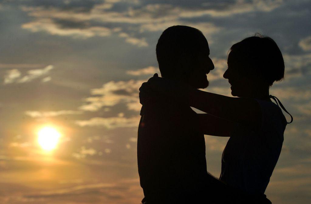 Ab wann ist körperliche Liebe an öffentlichen Plätzen strafbar? Foto: dpa