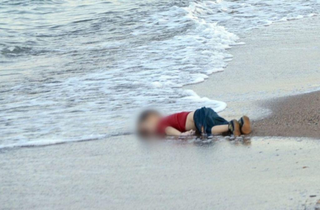 Dieses Bild gilt schon jetzt als Mahnmal für alle ertrunkenen Flüchtlinge im Mittelmeer. Foto: dpa