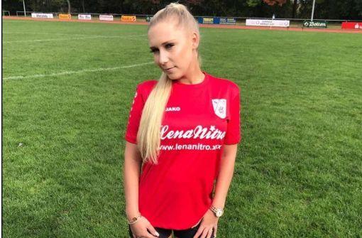 Porno-Star Lena Nitro zu heiß für Kreisliga-Kicker