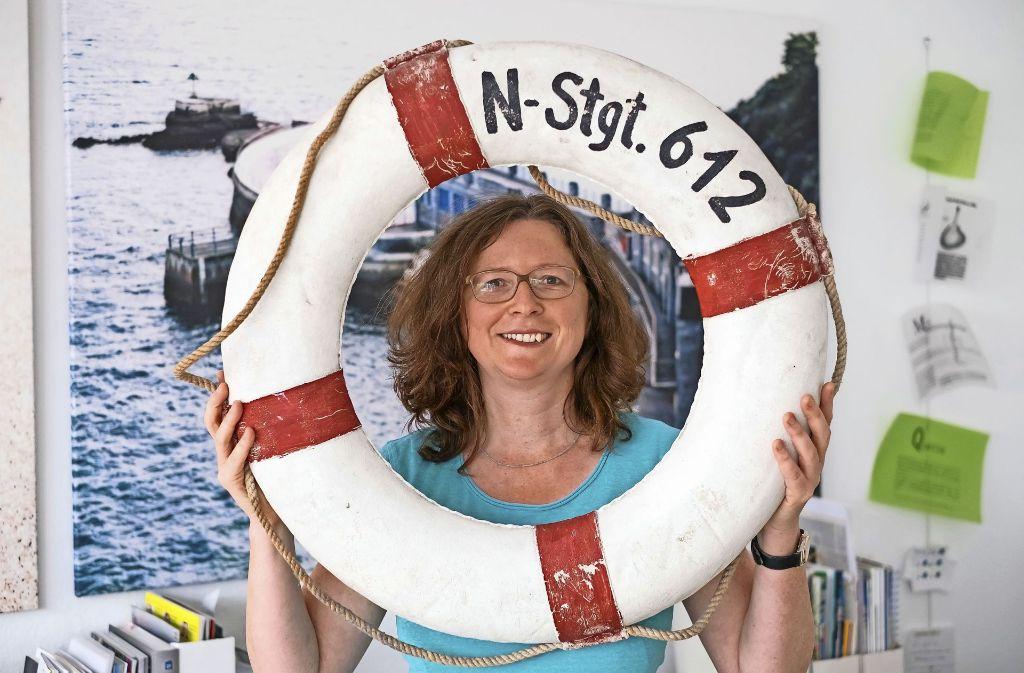 Den Rettungsring hat Annik Aicher auch künstlerisch verewigt. Foto: Lg/Max Kovalenko