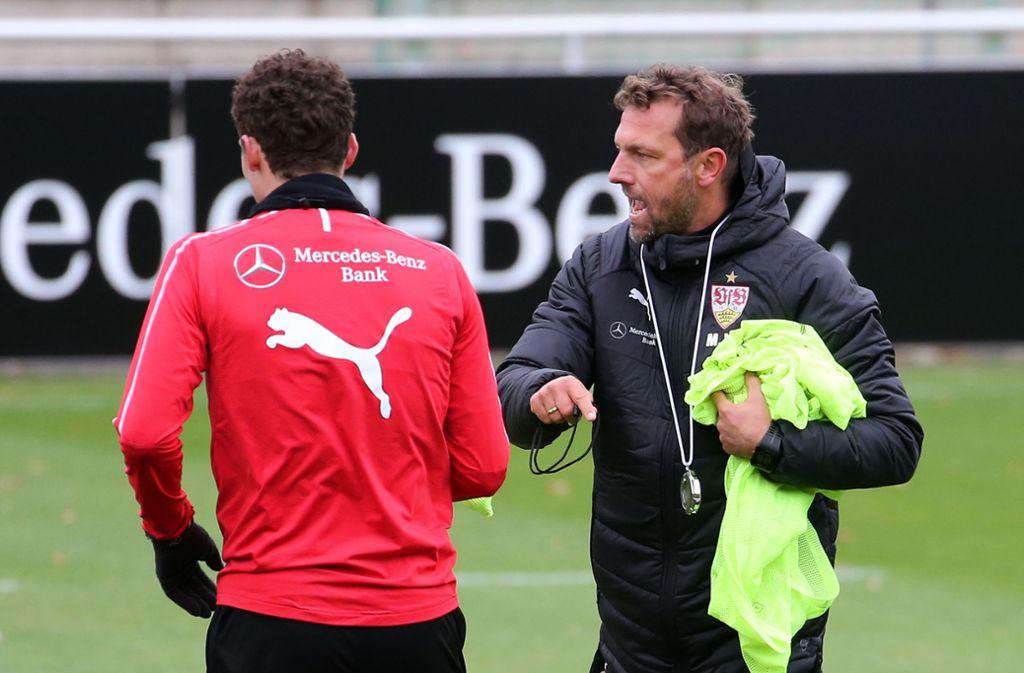 VfB-Trainer Weinzierl setzt auf Benjamin Pavard. Foto: Pressefoto Baumann