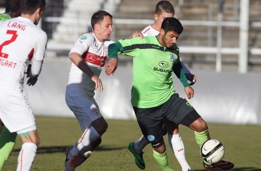 Verlängerung mit Stürmer Elia Soriano