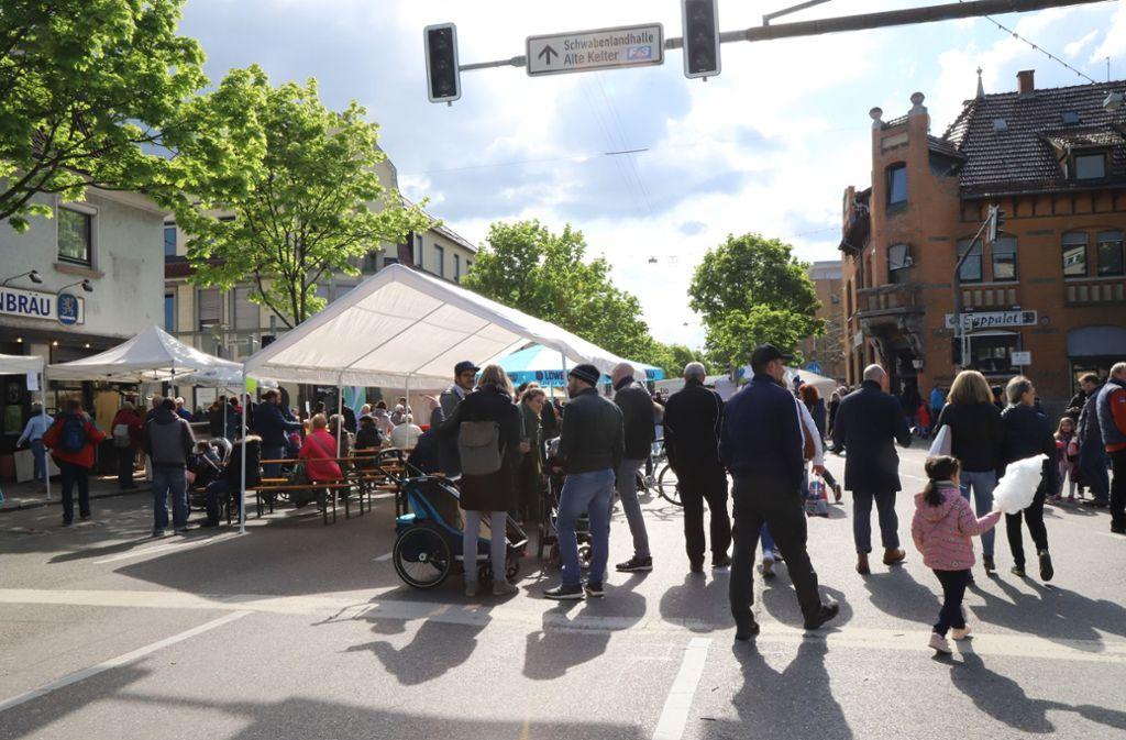 Tausende kommen trotz Aprilwetter zum Maikäferfest. Foto: Patricia Sigerist