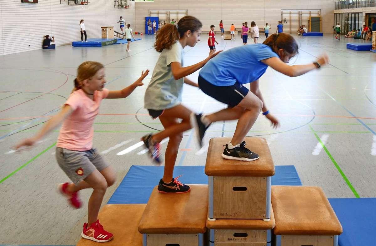 Auch Sport gehört zur Sommerschule, unterstützt vom TSV Asperg. Foto: Simon Granville