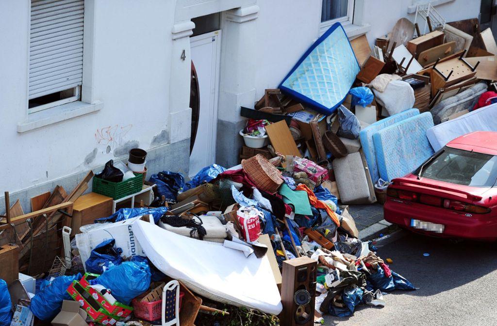 Die  Verwaltung will solche Bilder in Stuttgart  vermeiden.  Reinigungskräfte haben deshalb allein 2017 Hunderte Tonnen Müll beseitigt, bevor er zu Bergen anwuchs. Foto: dpa