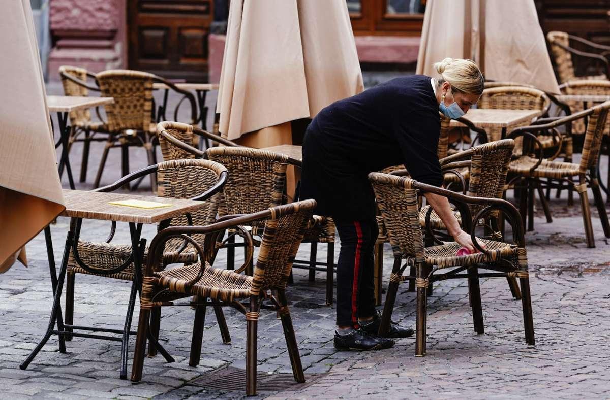 Besonders die Gastronomen sind von der Corona-Krise betroffen. (Archivbild) Foto: dpa/Uwe Anspach
