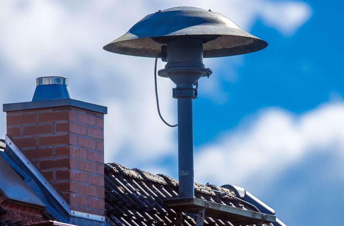 Sirenen gibt es nicht mehr so viele – ihre Zahl soll wieder erhöht werden, weil rein digitale Warnungen an die Bevölkerung ihre Grenzen haben. Foto: dpa/Jens Büttner