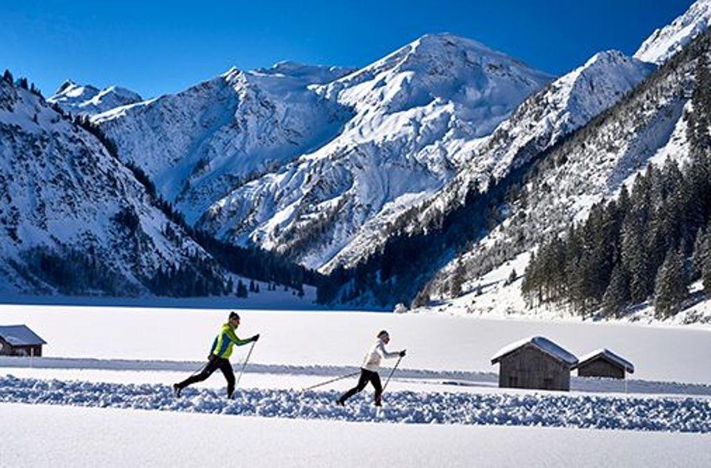 Ob Anfänger oder Profi - im Tannheimer Tal gibt es für jeden Langläufer die passende Loipe. Foto: TVB Tannheimer Tal/Marco Felgenhauer
