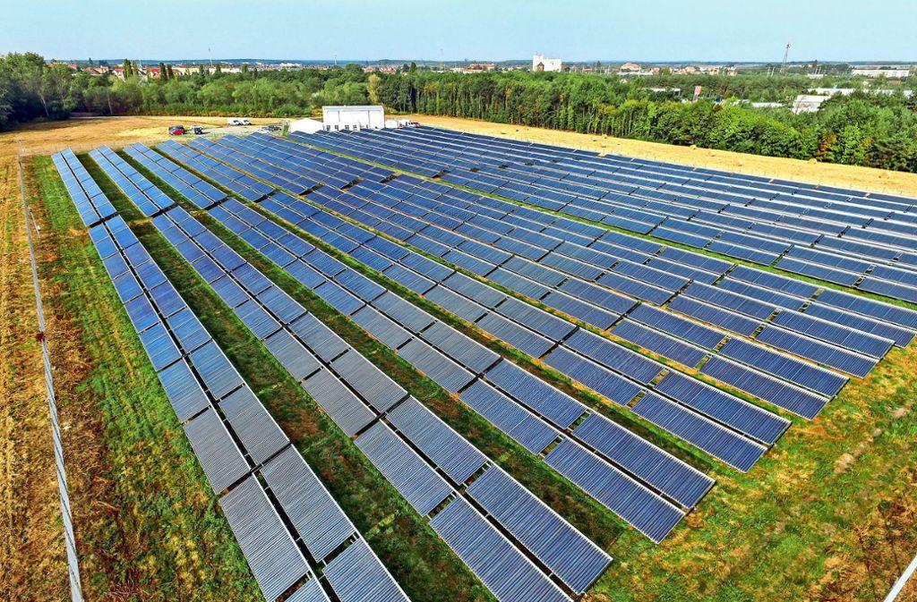 Die thermische Solaranlage im brandenburgischen Senftenberg gilt als größte ihrer Art in Deutschland. Auf dem Römerhügel soll eine noch größere Anlage entstehen. Foto: dpa