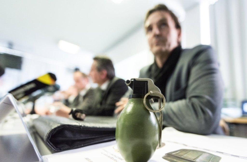 Um Spuren und Vernehmungen im Handgranatenfall von Villingen-Schwenningen kümmern sich künftig zwei Teams der Polizei. (Archivfoto) Foto: dpa