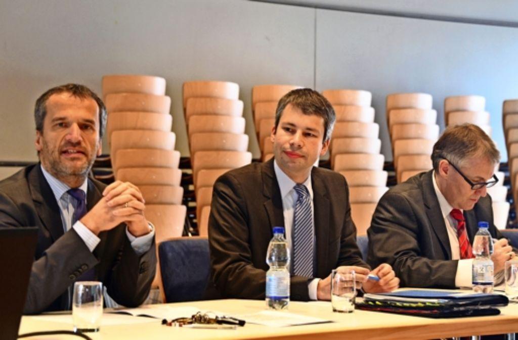 Die Abgeordneten Michael Hennrich, Steffen Bilger und Thaddäus Kunzmann (v.l.) setzen sich für den Ausbau der B 27 ein. Foto: N. J. Leven