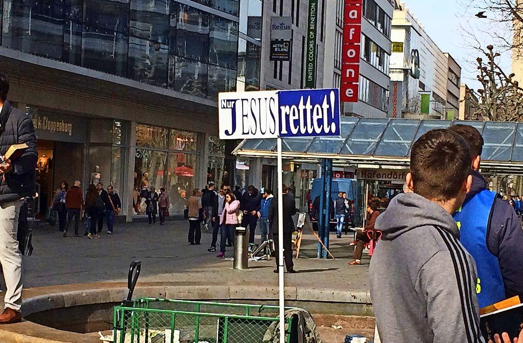 Ein aggressiver Prediger stiftet in der Königstraße Unfrieden Foto: Sascha Maier