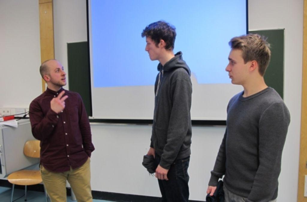 Lion Oeding beantwortet beim Infoabend Fragen der Studenten. Foto: Malte Klein