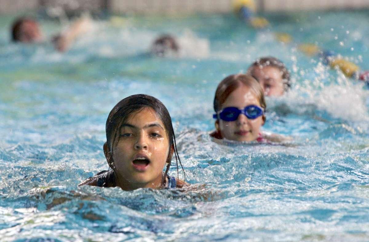 Für einige Schwimmkurse könnte es künftig einen Corona-Zuschlag geben. Foto: dpa/Roland Weihrauch