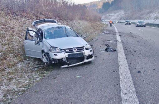 Eisglätte auf der B29 – Autofahrer überschlägt sich mehrfach