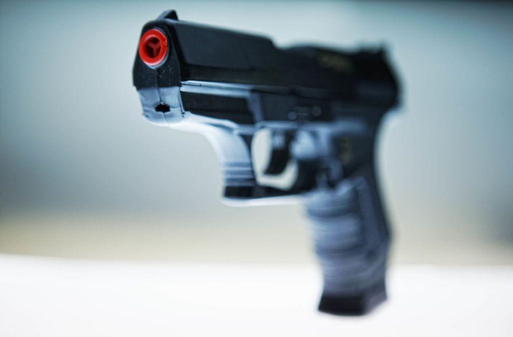 Spielzeugwaffen müssen als solche erkennbar sein – ansonsten unterliegt das Führen strengen Vorschriften. Foto: Gottfried Stoppel