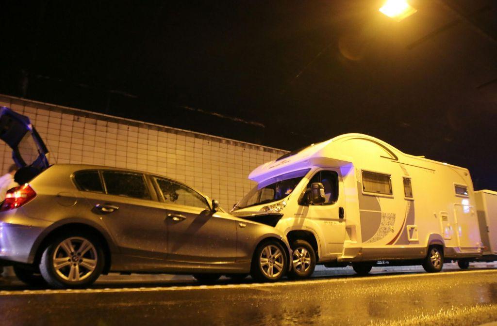 Die Unfallwagen im Wagenburgtunnel Foto: 7aktuell.de/Jens Pusch