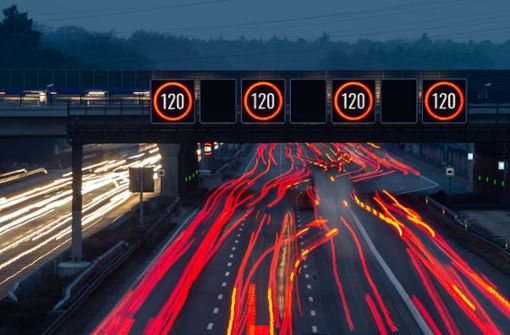 Autobahn 8 bekommt variable Tempolimits