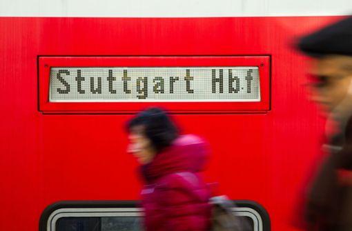 Bahn richtet nach Protest Zugverbindung für Pendler wieder ein