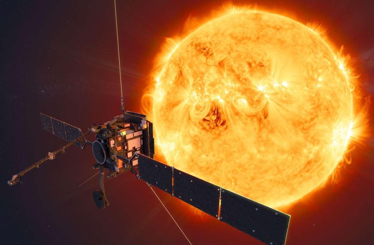 Die amerikanische Raumfahrtbehörde Nasa untersucht mit Forschungssatelliten wie den Sonden Solar Orbiter und  Solar Dynamics Observatory die Sonnenaktivitäten. Foto: ATG medialab/ESA/dpa