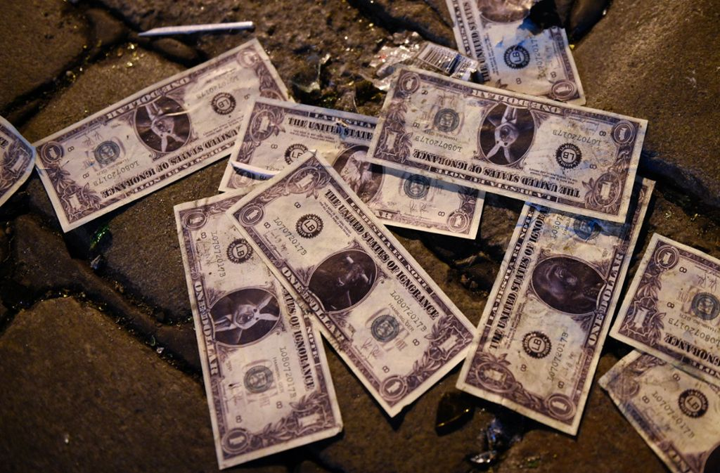Geld liegt nicht oft auf der Straße: In New Jersey verliert ein Geldtransporter gleich eine halbe Million Dollar(Symbolbild). Foto: dpa