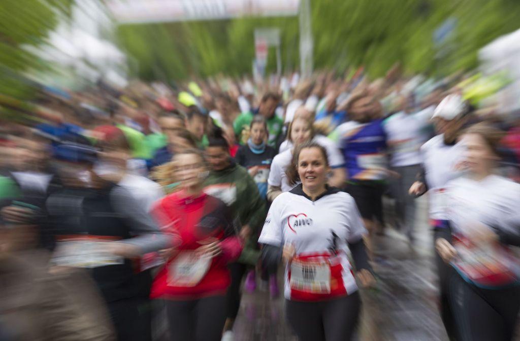 Der Regen störte die Läuferinnen und Läufer nicht. Foto: Lichtgut