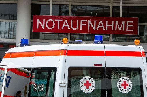 Dreijähriger stürzt aus Fenster und landet auf Grill