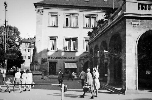 Hitlerbüsten im Schaufenster