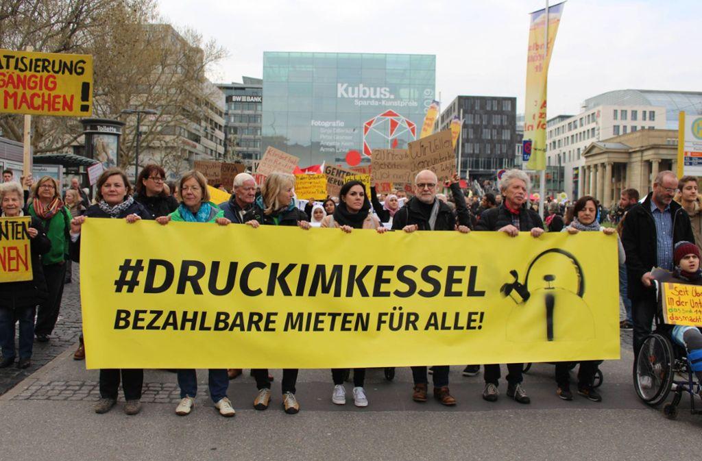 Am Samstag, 6. April, hat in der Stuttgarter Innenstadt eine große Demonstration gegen zu hohe Mieten, gegen Leerstand und gegen die Spekulation mit Immobilien stattgefunden. Foto: 7aktuell/Rainer Hauenschild
