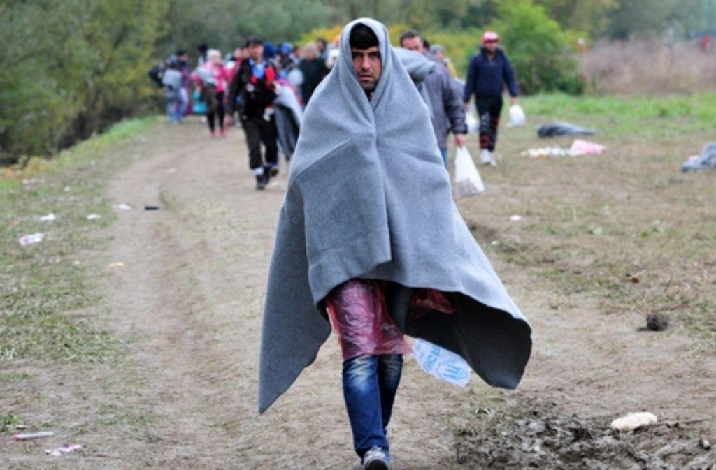Auf dem Weg nach Europa: Viele Flüchtlinge auf der Balkanroute sind auf ihrem Weg unzureichend gegen Kälte und Regen geschützt. Foto: EPA