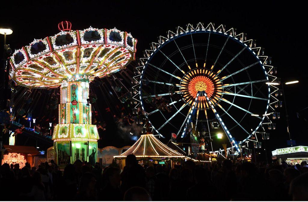 Auf dem Oktoberfest in München hat ein Blitz in eines der Festzelte eingeschlagen (Symbolbild). Foto: dpa