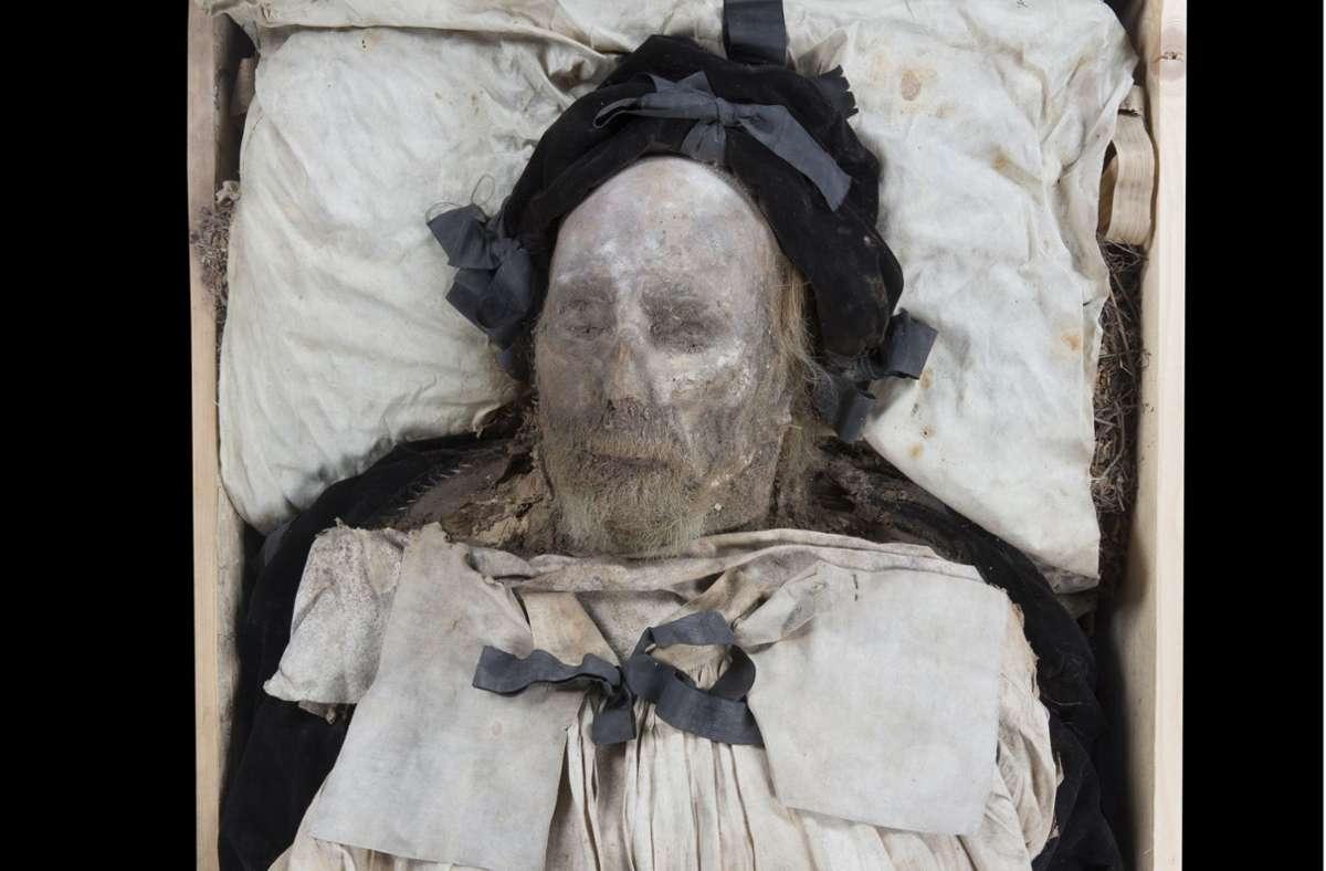 Beim Fund eines Fötus im  342 Jahre alten Sarg des schwedischen Bischofs Peder Winstrup handelt es sich vermutlich um den Enkel des Kirchenmannes. Foto: Gunnar Menander/Universität Lund/dpa