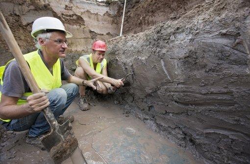 Wissenschaftler endecken die Steinplatten auf der S-21-Baustelle Foto: Michael Steinert