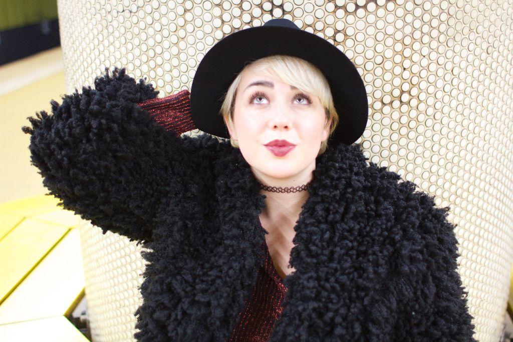 Die Stuttgarter Modebloggerin Sandra Wurster zeigt uns heute ein Party-Outfit, das sie so auch an Silvester tragen würde. Foto: Tanja Simoncev