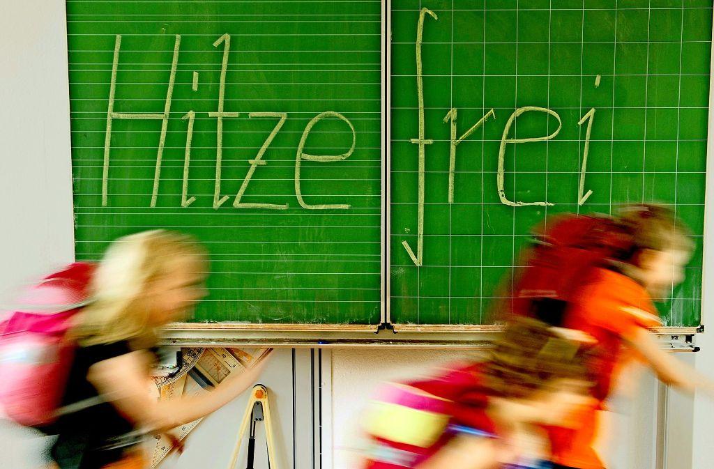 """Ein seltenes Bild: In  Zeiten von Ganztagsschule und """"verlässlicher Grundschule"""" lassen immer weniger Schulleiter ihre Schüler an heißen Tagen früher nach Hause. Foto: dpa-Zentralbild"""