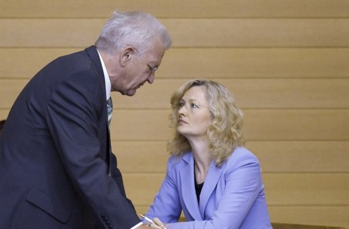 Ministerpräsident Kretschmann steht zu Kultusministerin Foto: dapd