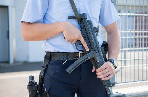 Am Donnerstagabend hat es am Mailänder Hauptbahnhof eine Attacke auf einen Polizisten und zwei Soldaten gegeben. Nun wird wegen des Verdachts auf Terrorismus ermittelt. (Symbolbild) Foto: dpa