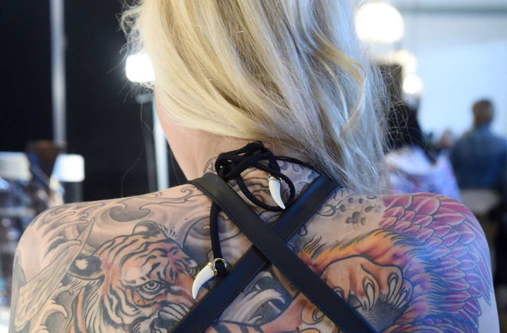 Das Sozialgericht Stuttgart sagt, Krankenkassen müssen die Entfernung von Tattoos nicht bezahlen. Foto: dpa