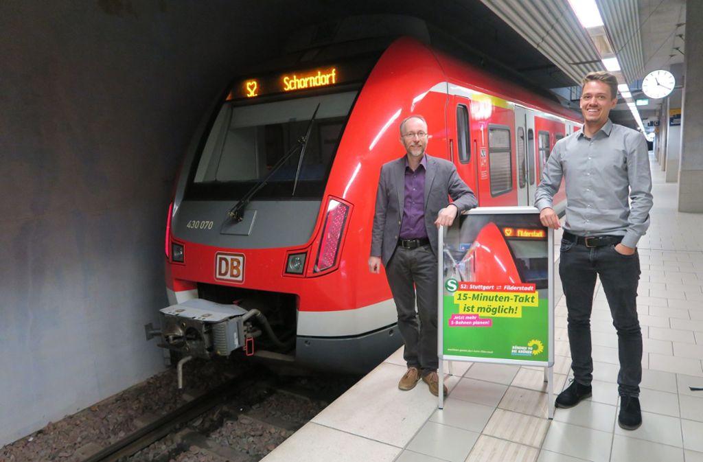 Verkehrsexperte Matthias Gastel (Grüne) auf dem Bild an der S-Bahn-Station Filderstadt. Foto: Malte Klein