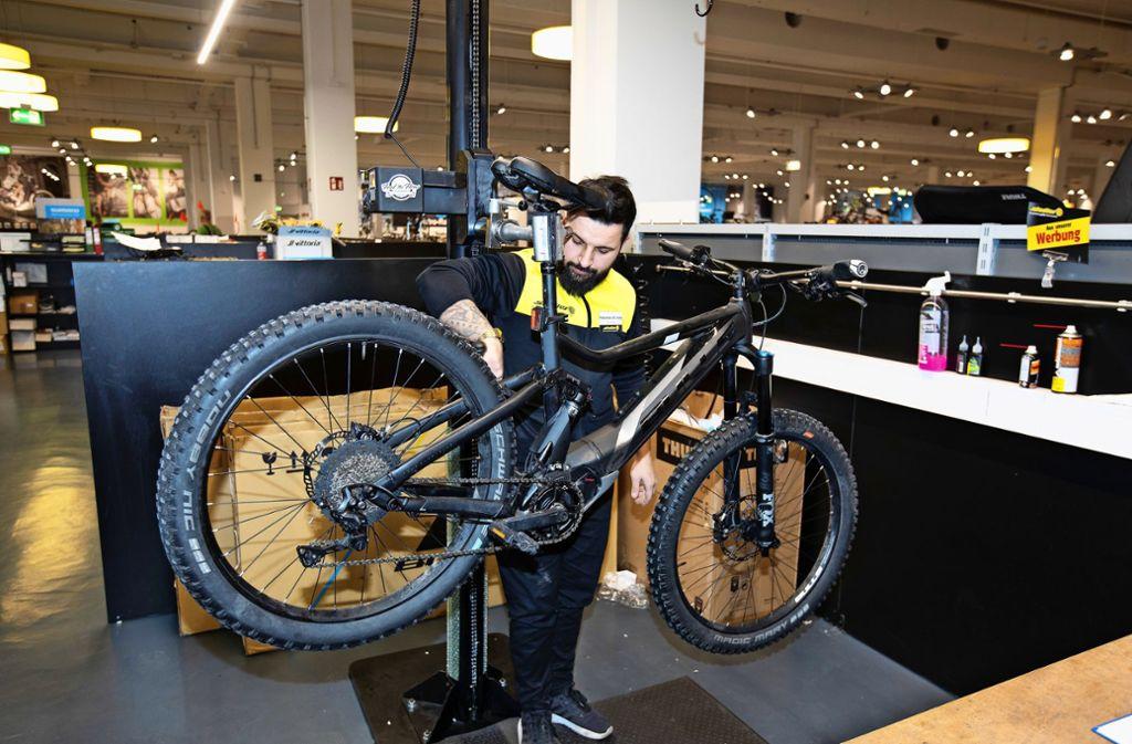 Reparaturen bietet die Werkstatt von Zweirad-Stadler weiterhin an. Foto: Horst Rudel