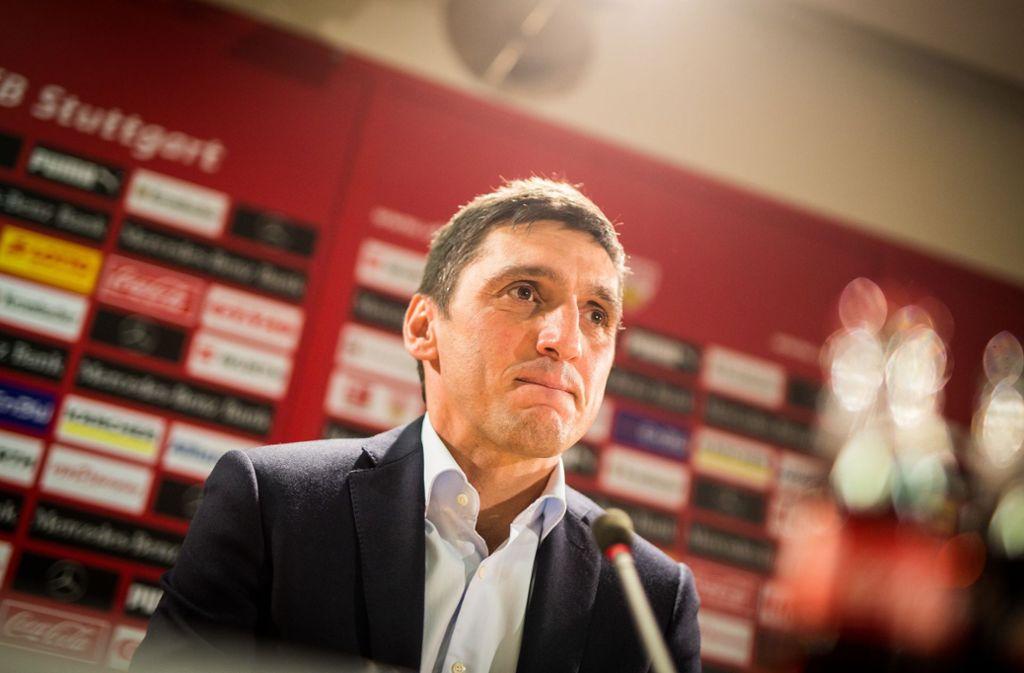 Tayfun Korkut sprach vor dem Auswärtsspiel in Wolfsburg zu den Medienvertretern. Foto: dpa