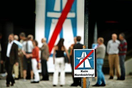 Kritik in Stuttgart,  Beifall von Regionalräten