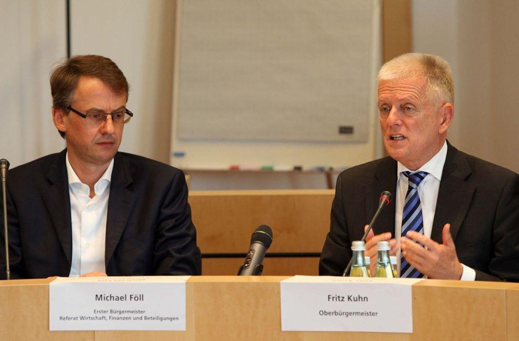 Kämmerer Michael Föll (CDU) und OB Fritz Kuhn (Grüne) schätzen sich. Der Oberbürgermeister verliert seinen wertvollsten Mitarbeiter. Foto: Jan Reich