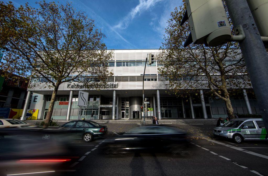Der Eingang zum Katharinenhospital: Von diesem Bild wird sich Stuttgart verabschieden müssen. Das Katharinenhofgebäude soll ganz ersetzt werden – in großem Stil. Foto: Lichtgut/Leif Piechowski