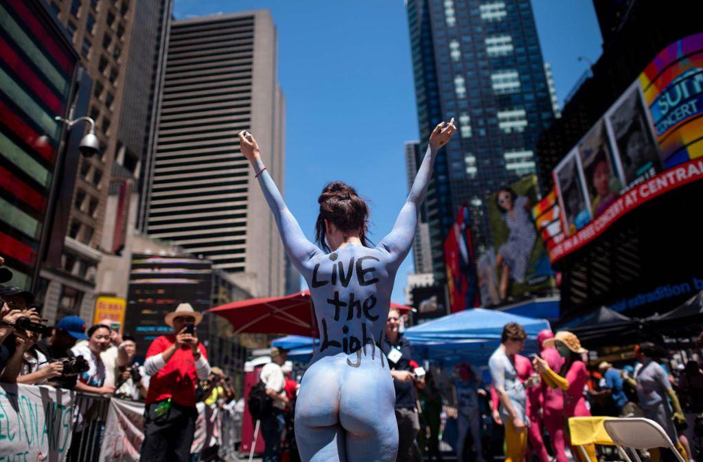 Zahlreiche Menschen haben sich nackt auf dem New Yorker Times Square präsentiert. Foto: AFP
