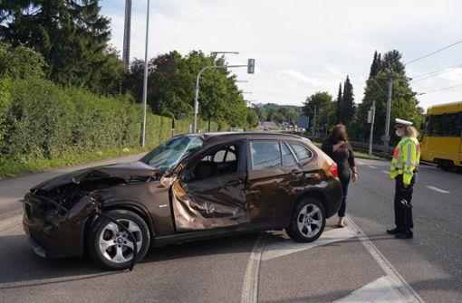 Auto kollidiert mit U16 – ein Verletzter und hoher Schaden