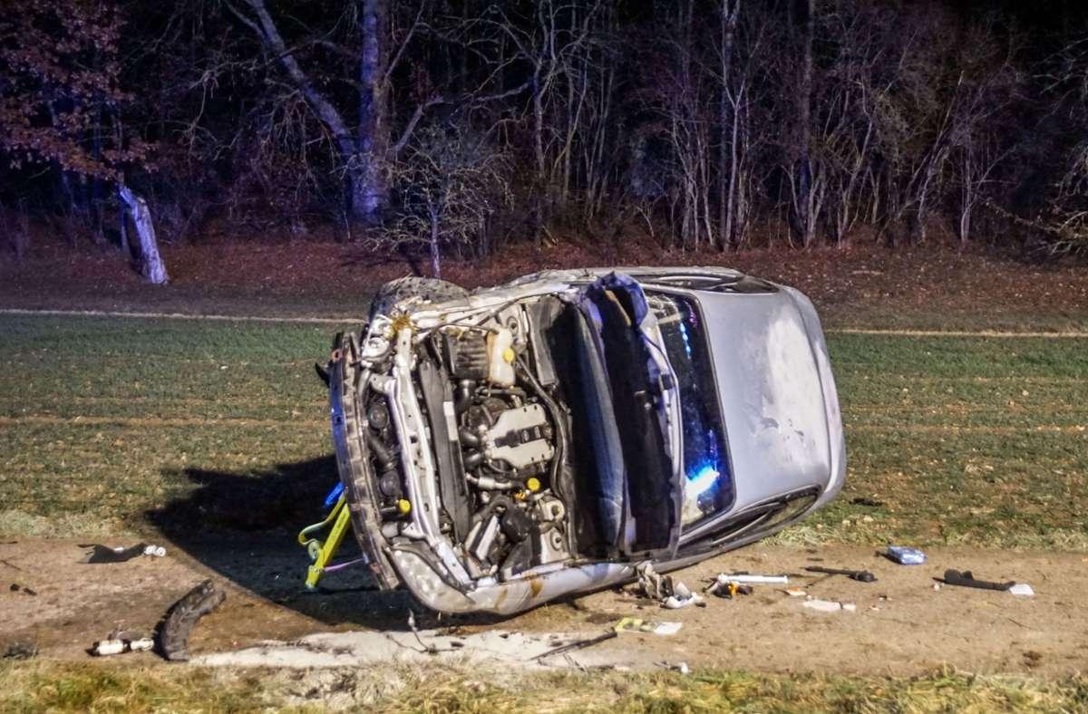 Der Wagen wurde bei dem Unfall völlig demoliert. Foto: SDMG/SDMG / Dettenmeyer