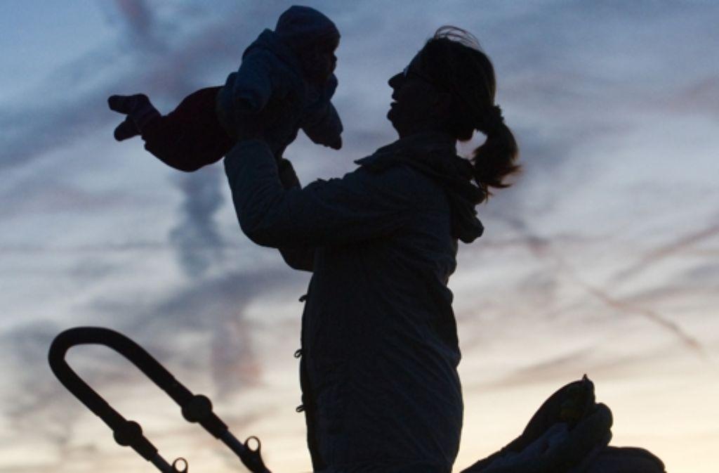 Besonders alleinerziehende Mütter sind häufig von Armut betroffen. Foto: dpa